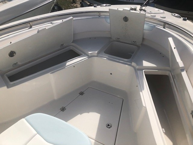 A R 242 CENTER CONSOLE is a Power and could be classed as a Center Console, Fish and Ski, Saltwater Fishing, Ski Boat, Wakeboard Boat, Sport Fisherman,  or, just an overall Great Boat!
